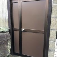 重い門戸を軽いアルミのドアに取替え