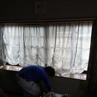 部屋が寒いんで・・・結露も激しくて・・・・・。