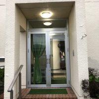 強化のガラスドアをアルミのドアに1dayリフォーム
